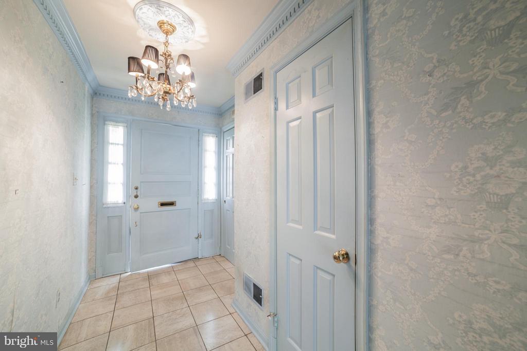 Foyer - 10927 WICKSHIRE WAY #K-3, ROCKVILLE