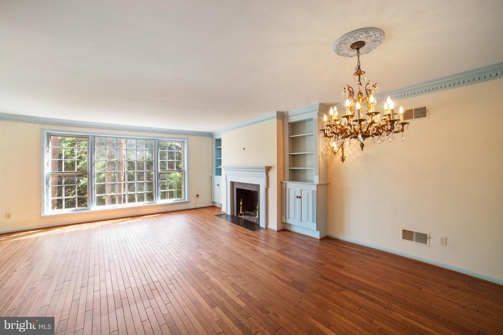 Sunny Living Room View from Foyer - 10927 WICKSHIRE WAY #K-3, ROCKVILLE