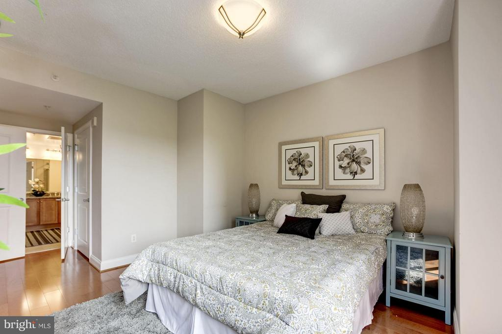 Second bedrom with private bath - 1020 HIGHLAND ST #410, ARLINGTON