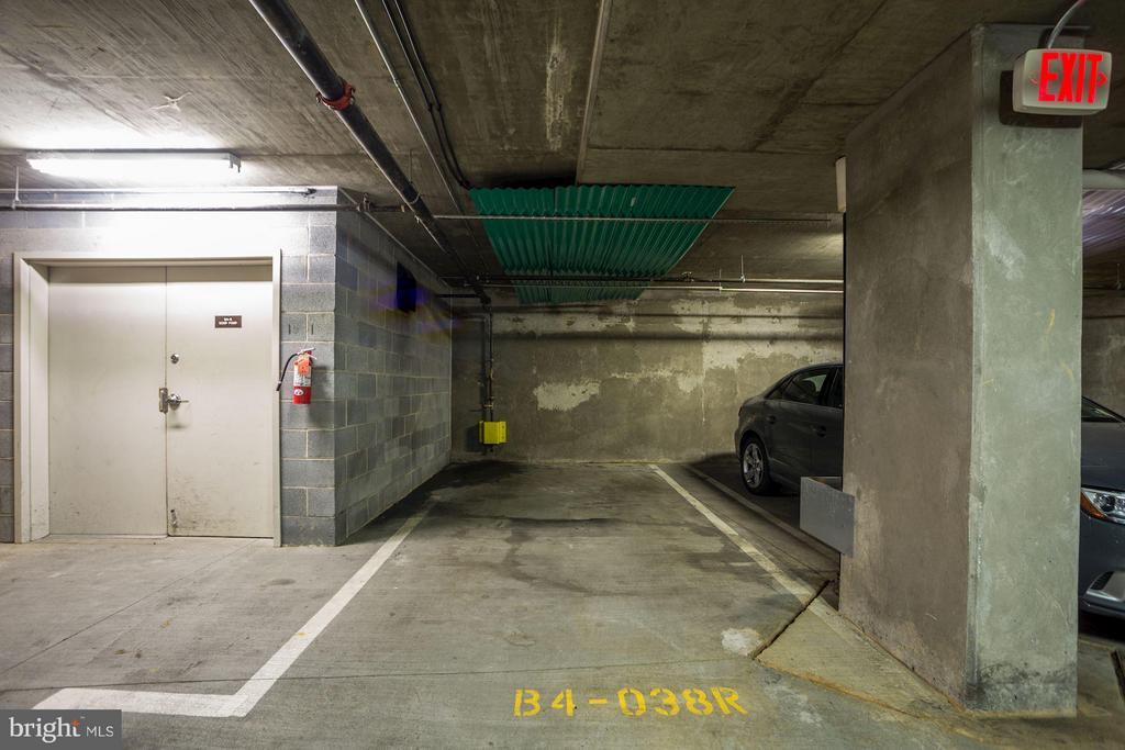 Parking Space  ensures no dings on doors - 1020 HIGHLAND ST #410, ARLINGTON