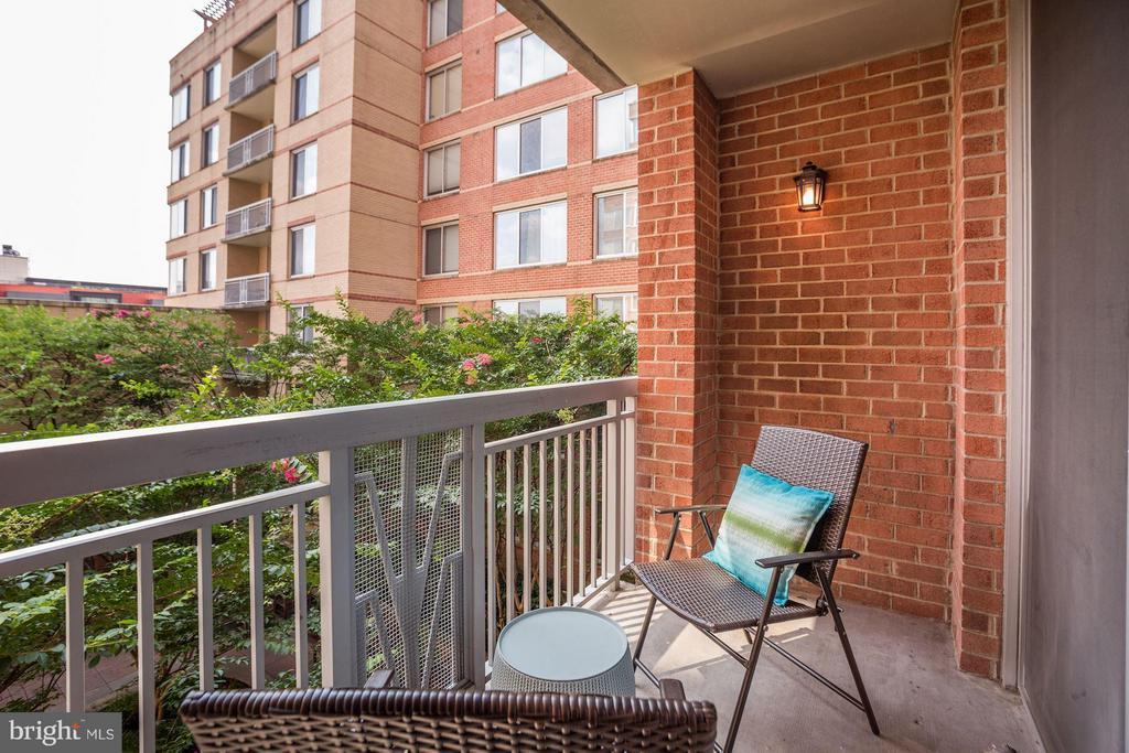Cozy patio - 1020 HIGHLAND ST #410, ARLINGTON