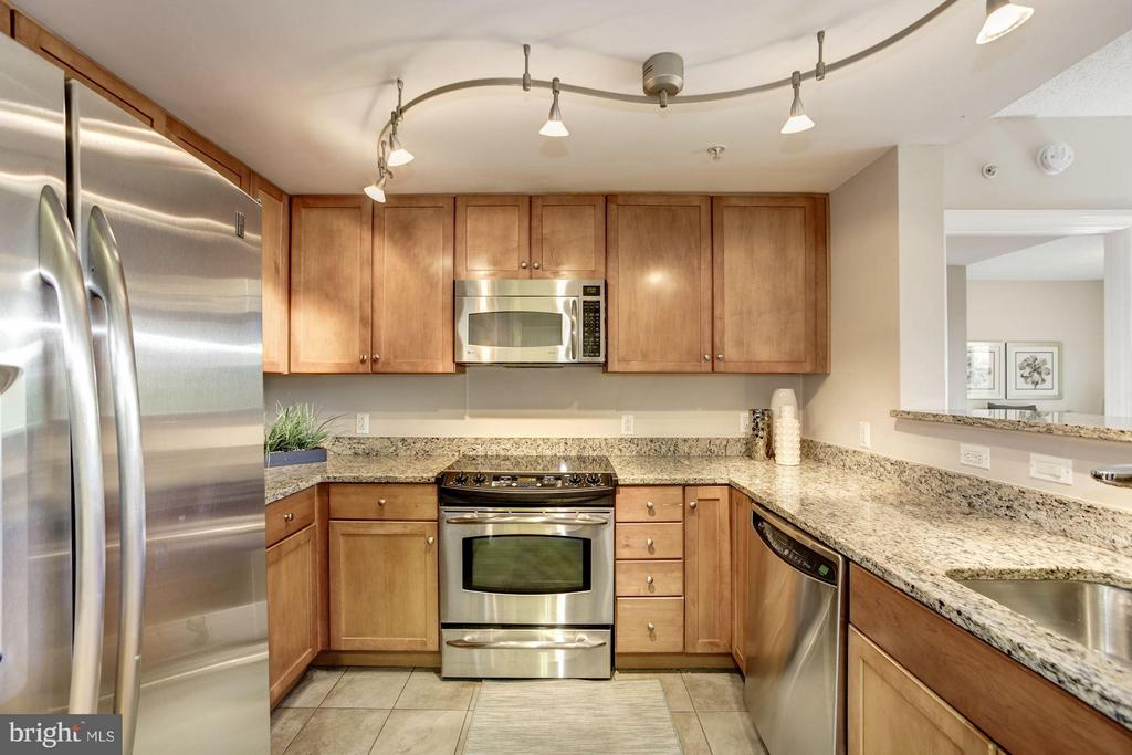 Eat out or eat in - 1020 HIGHLAND ST #410, ARLINGTON