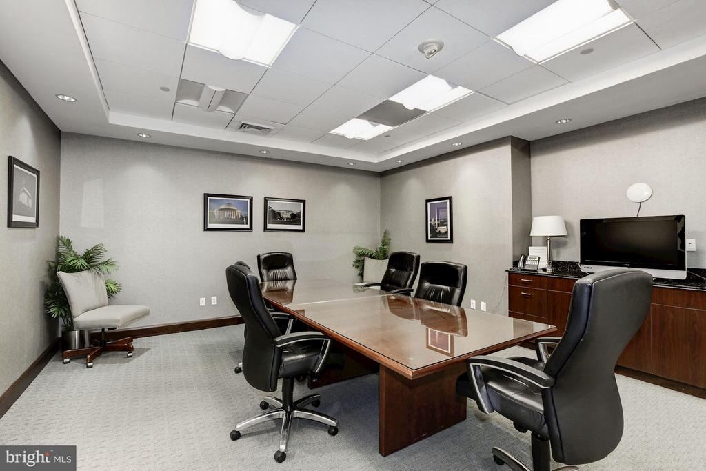 Get down to businesss - 1020 HIGHLAND ST #410, ARLINGTON