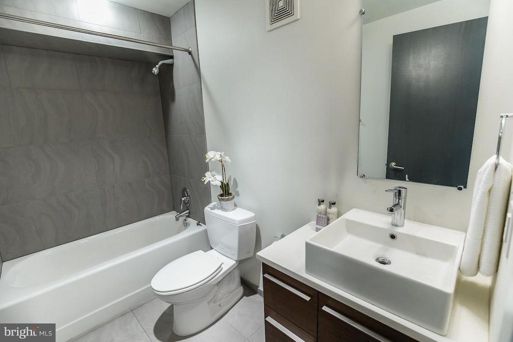2nd Full Bath - Main Level - 1935 12TH ST NW #1, WASHINGTON
