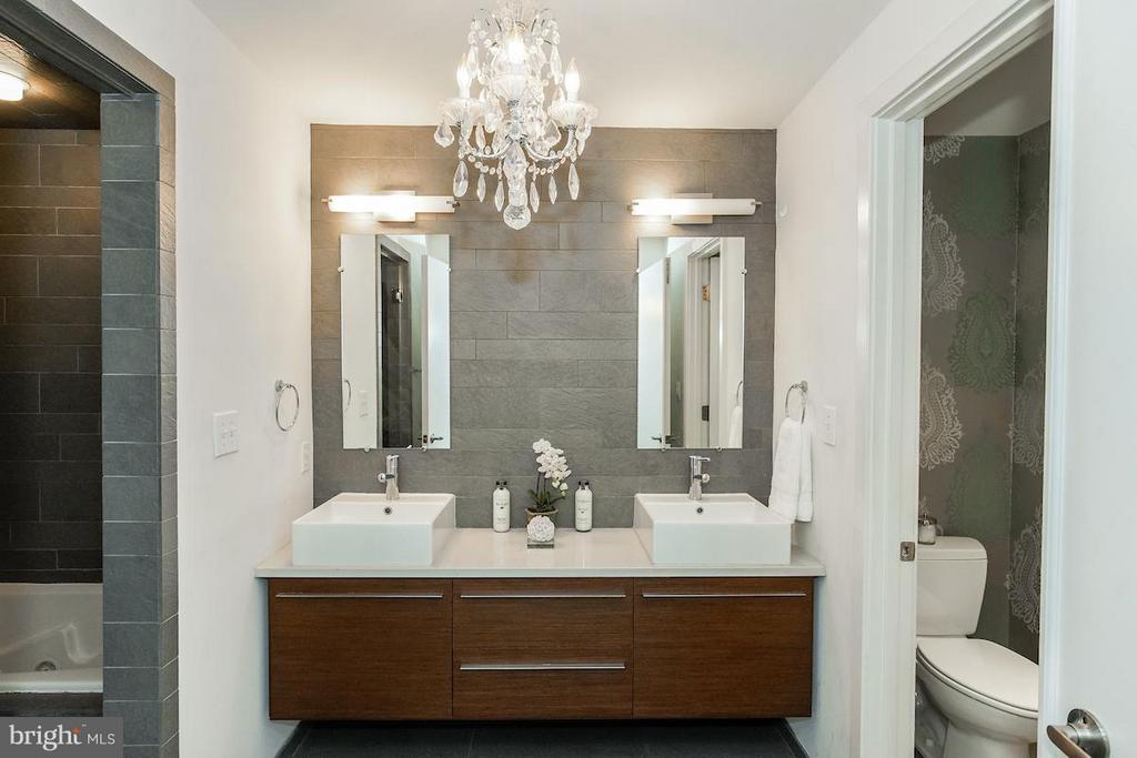 Master Bath with Shower and Tub - 1935 12TH ST NW #1, WASHINGTON