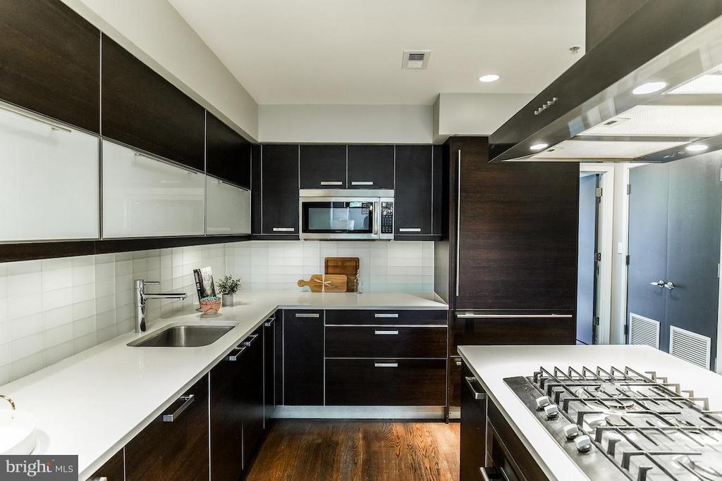 Kitchen with Gas Range, Sub-Zero Refrigerator - 1935 12TH ST NW #1, WASHINGTON