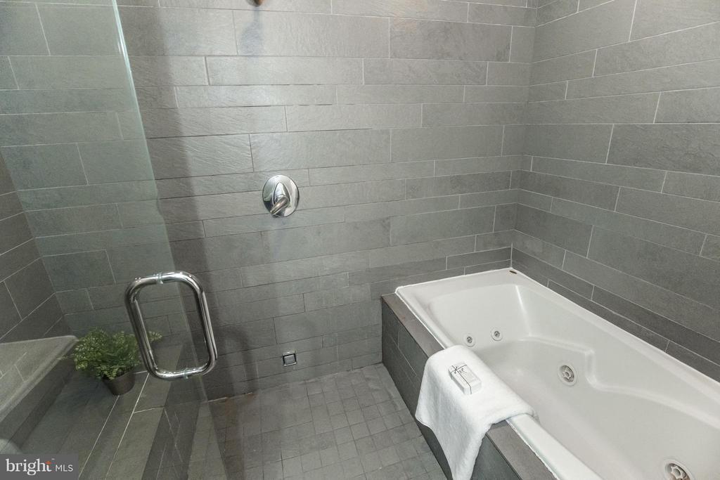 Shower and Tub - 1935 12TH ST NW #1, WASHINGTON