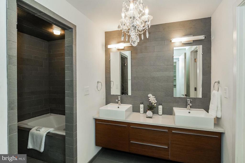 Master Bathroom w/ Tub, Shower and Dual vanities - 1935 12TH ST NW #1, WASHINGTON