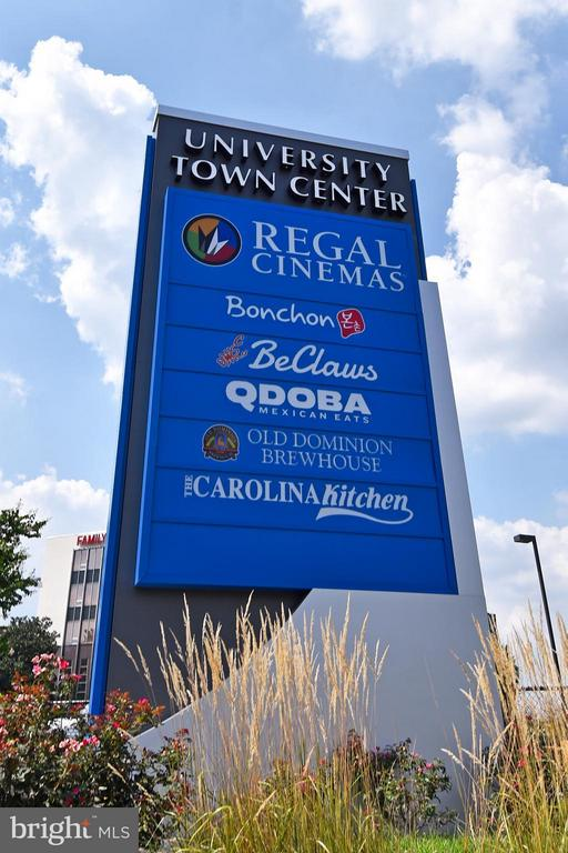 So many restaurants! - 6500 AMERICA BLVD #204, HYATTSVILLE