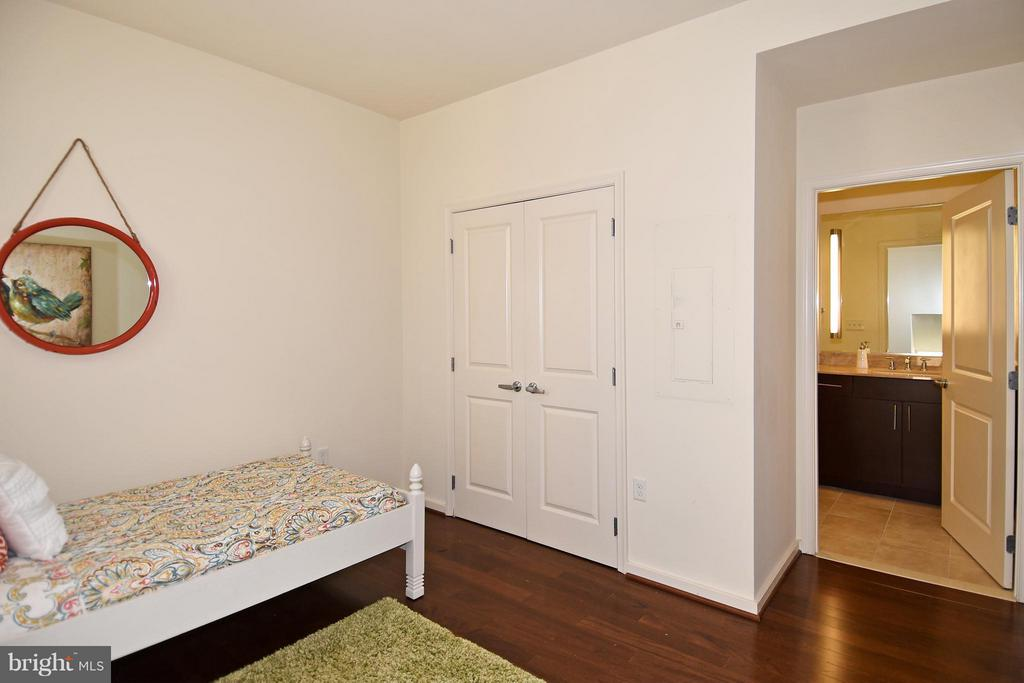 3rd bedroom has it's own bahroom - 6500 AMERICA BLVD #204, HYATTSVILLE