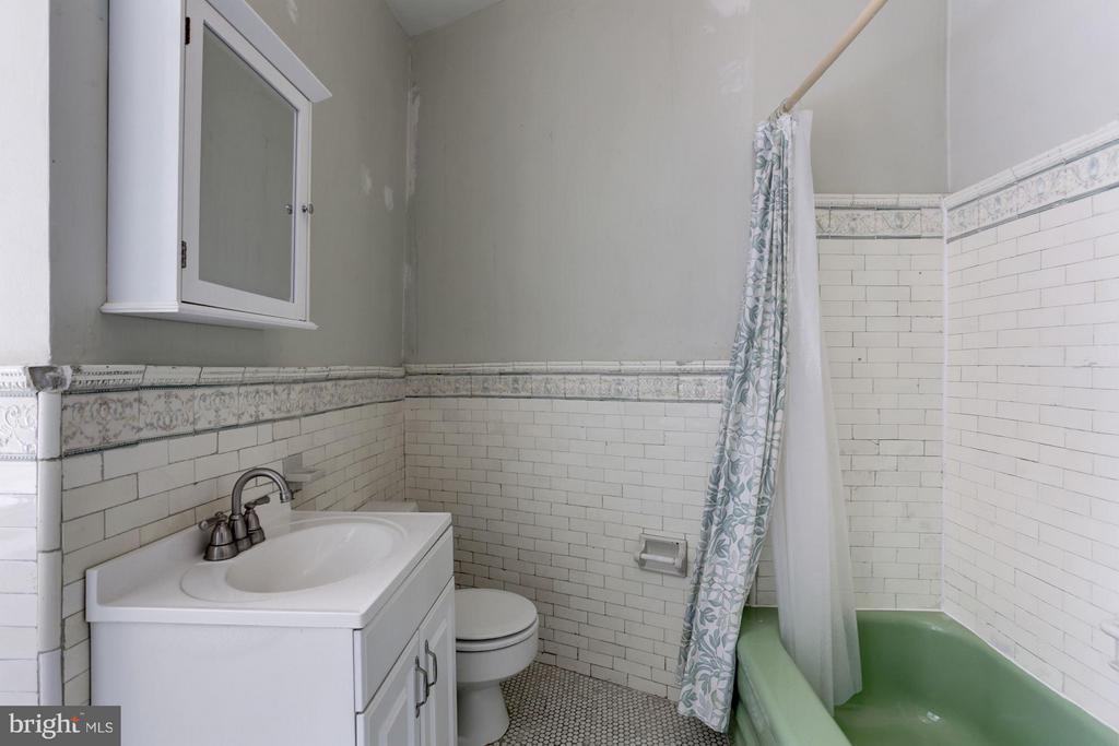 Full Bath #4 - 1979 BILTMORE ST NW, WASHINGTON