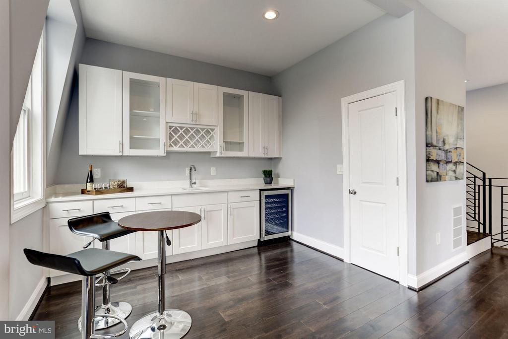 Family Room with Full Bar Area - 1901 3RD ST NW #2, WASHINGTON