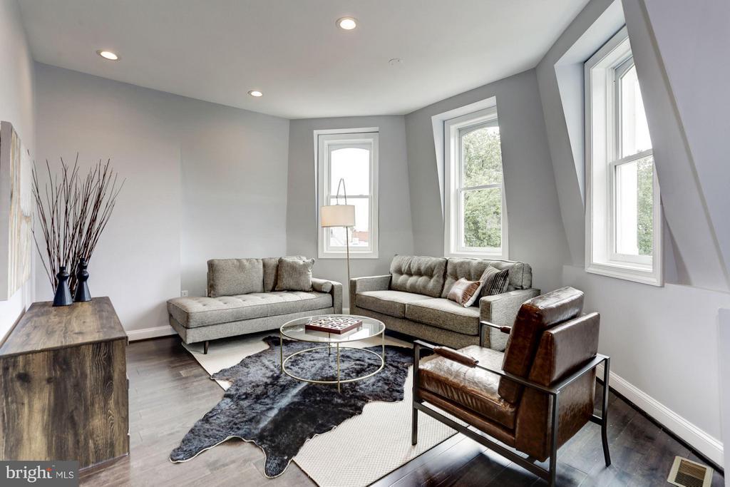 Family Room - 1901 3RD ST NW #2, WASHINGTON