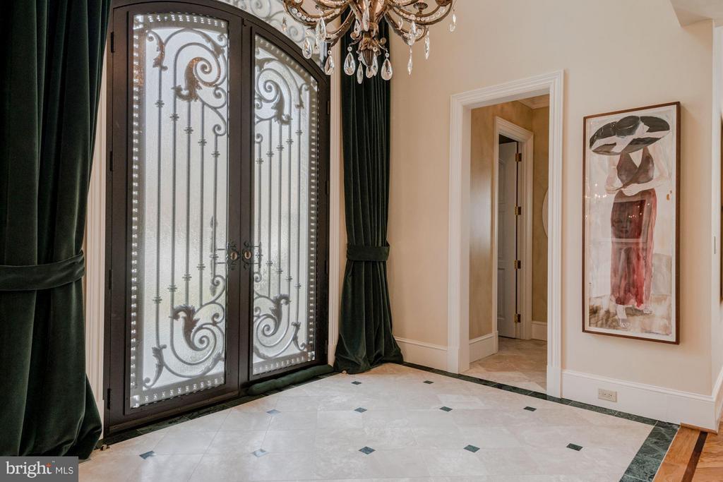 Foyer - 7515 EXETER RD, BETHESDA