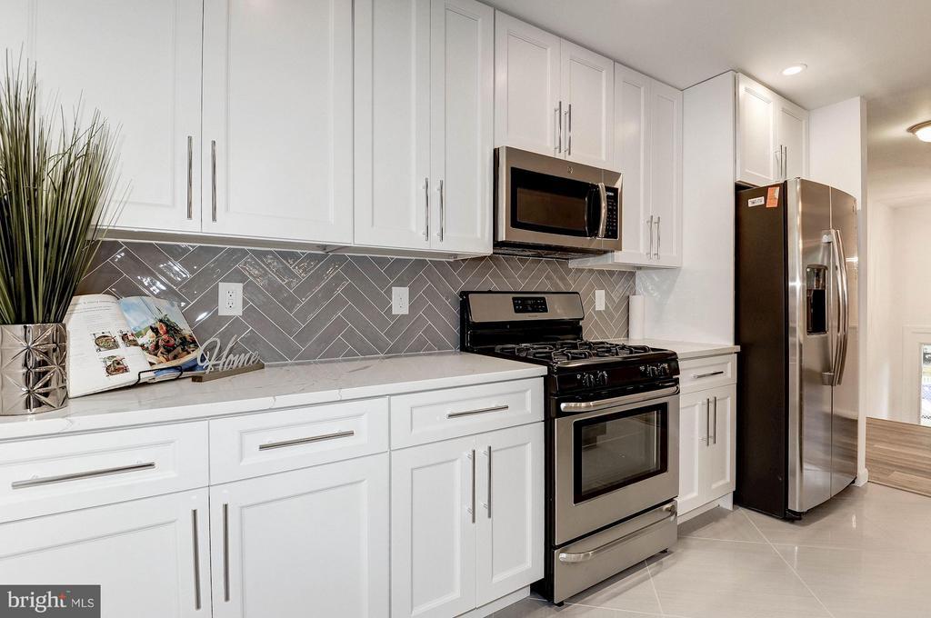 Kitchen - 2217S OAKLAND ST S, ARLINGTON