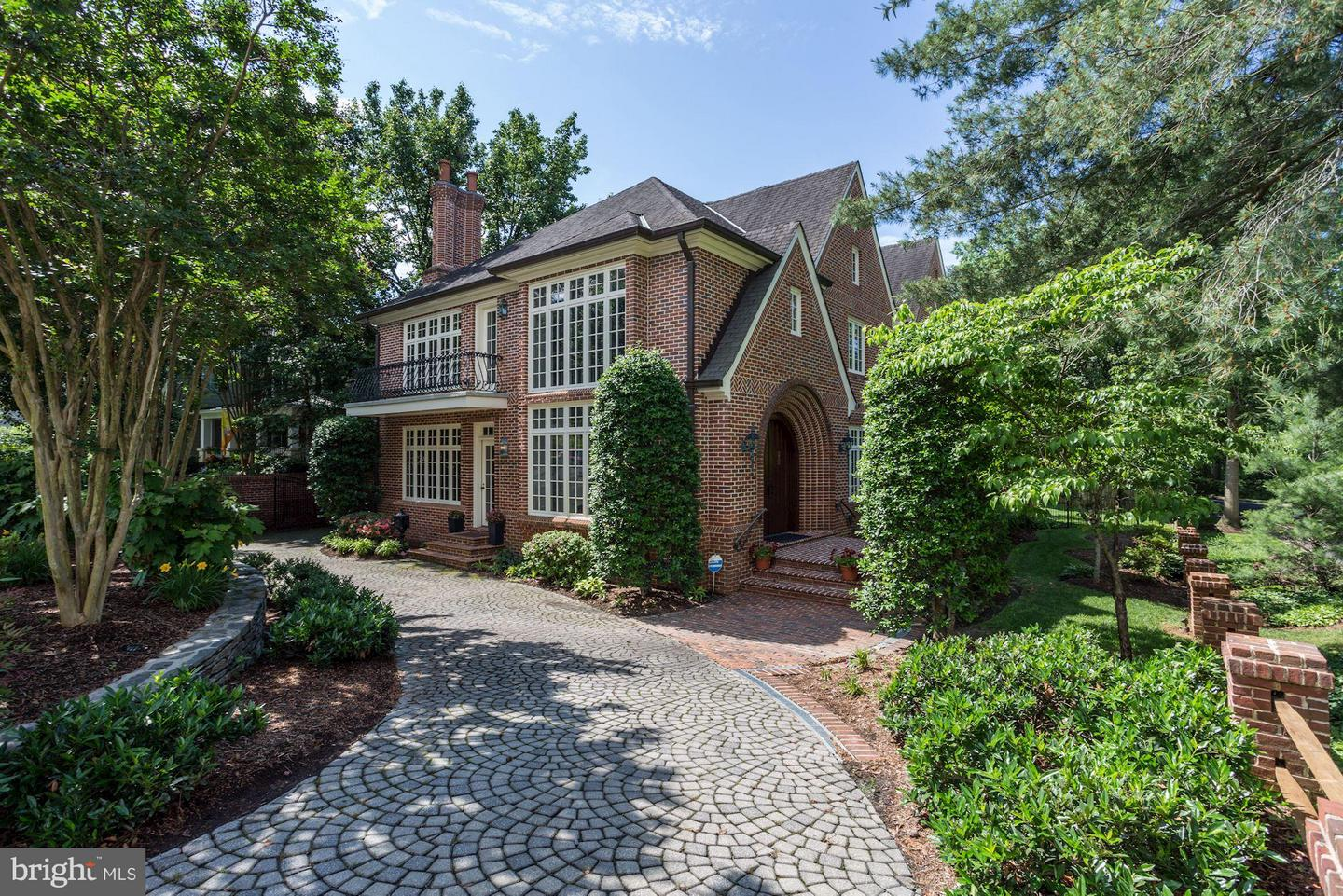 Single Family Home for Sale at 3818 Stafford St N 3818 Stafford St N Arlington, Virginia 22207 United States
