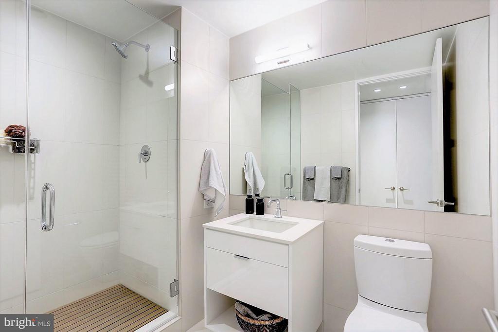 Bath - 1111 24TH ST NW #7B, WASHINGTON