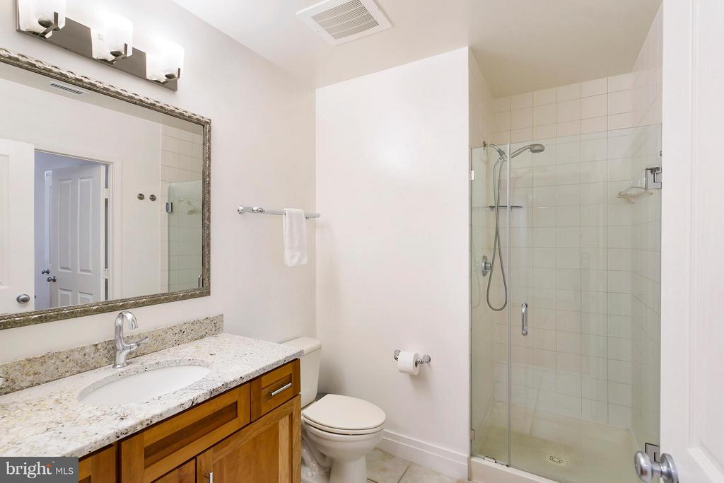 Bath attached to bedroom & hallway - 1201 GARFIELD ST N #208, ARLINGTON