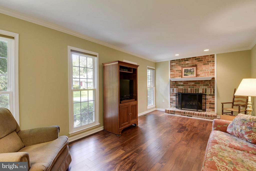 Brand new hardwood floors and fresh paint - 2903 BREE HILL RD, OAKTON