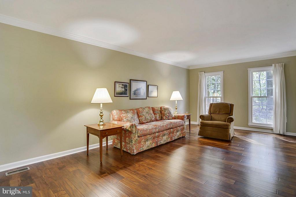 Brand new hardwoods and fresh paint! - 2903 BREE HILL RD, OAKTON