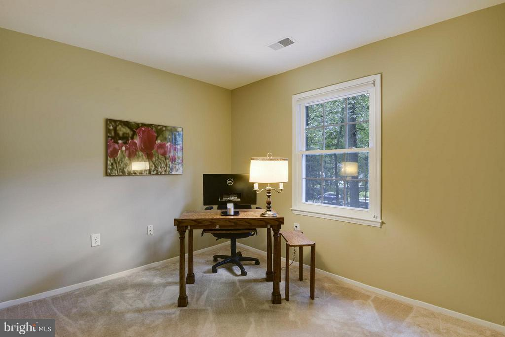 Brand new carpet and fresh paint! - 2903 BREE HILL RD, OAKTON