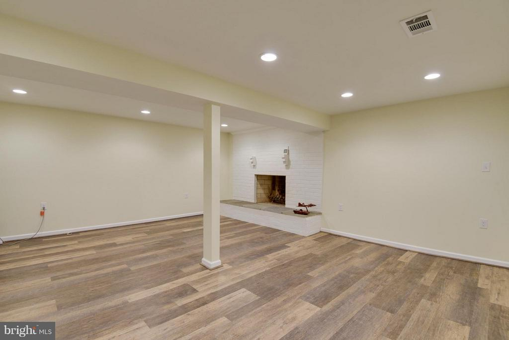 Rec room with brand new flooring - 2903 BREE HILL RD, OAKTON