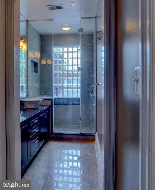 Upper Level Apt Bath - 1731 RIGGS PL NW, WASHINGTON