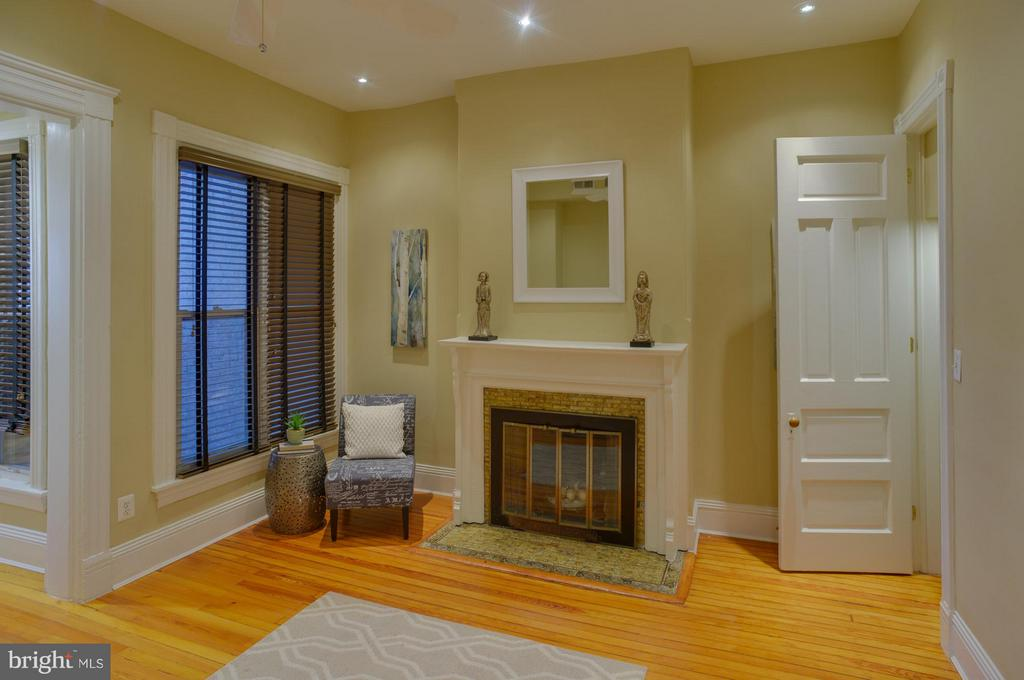 Main Level Apt Bedroom - 1731 RIGGS PL NW, WASHINGTON