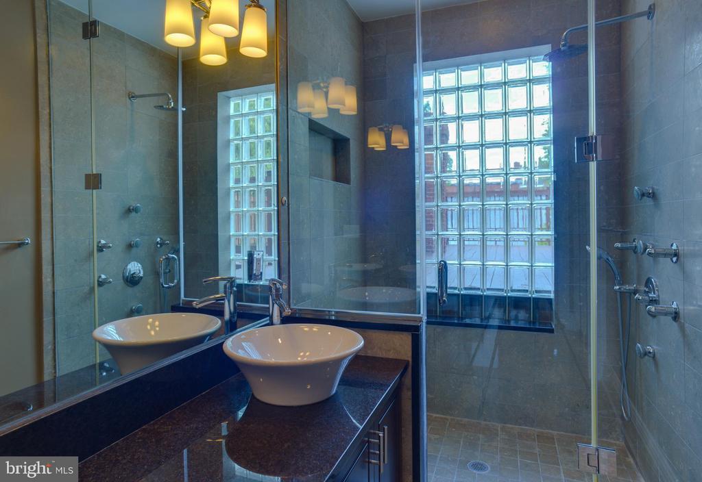 Upper Floor Apt Bath - 1731 RIGGS PL NW, WASHINGTON