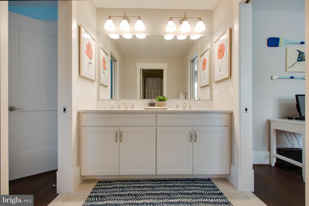 Jack and jill bathroom with custom tile. - 208 AUDREYS CT SE, VIENNA
