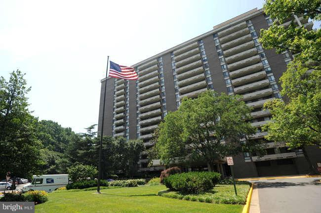 Exterior (Front) - 1800 OLD MEADOW RD #102, MCLEAN