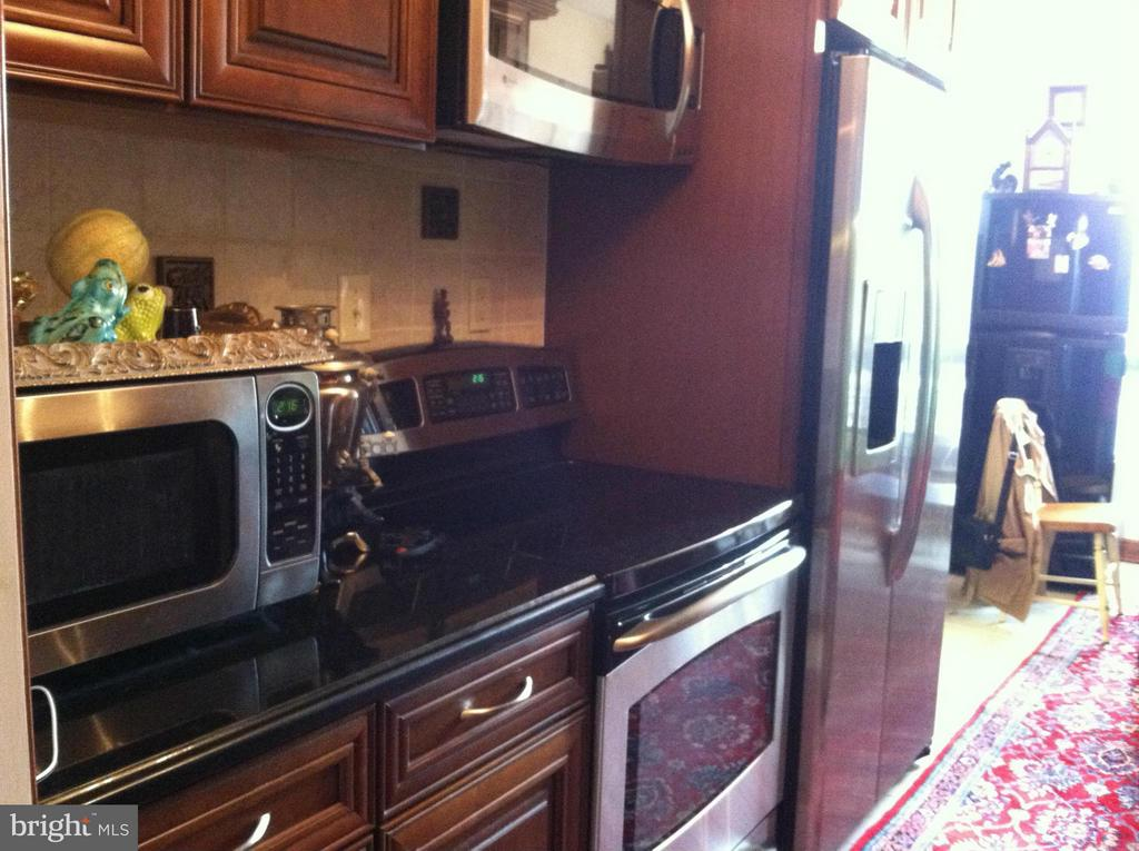 Kitchen - 1800 OLD MEADOW RD #102, MCLEAN