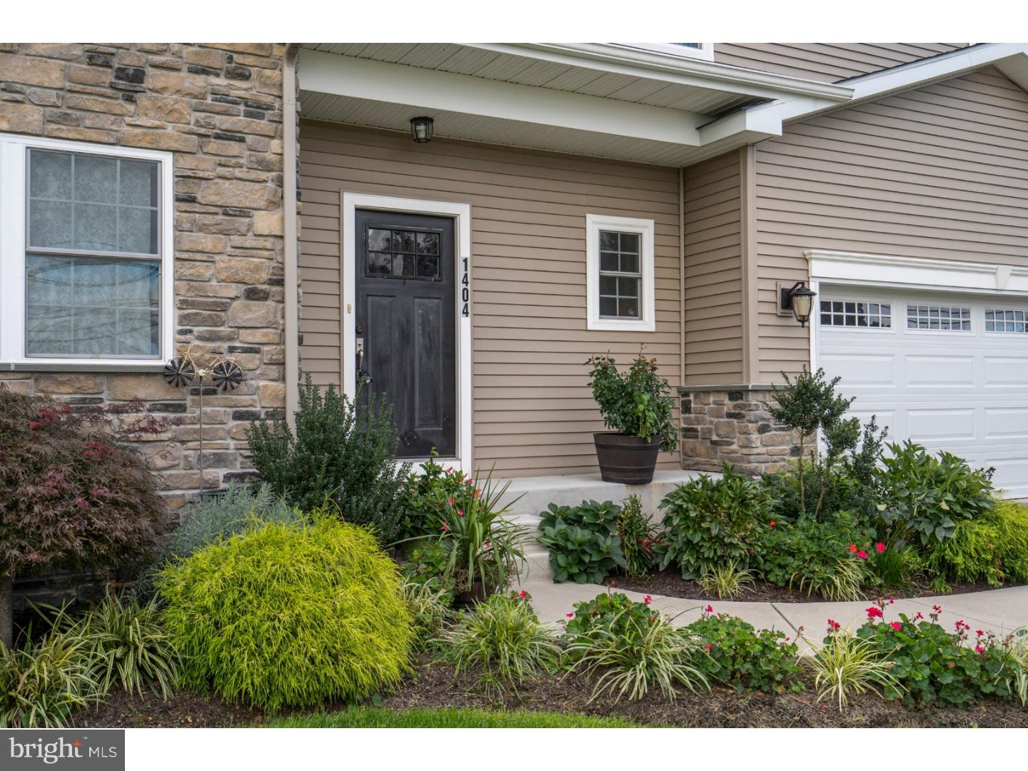 Photo of home for sale at 1404 New Hope Street, Norristown PA