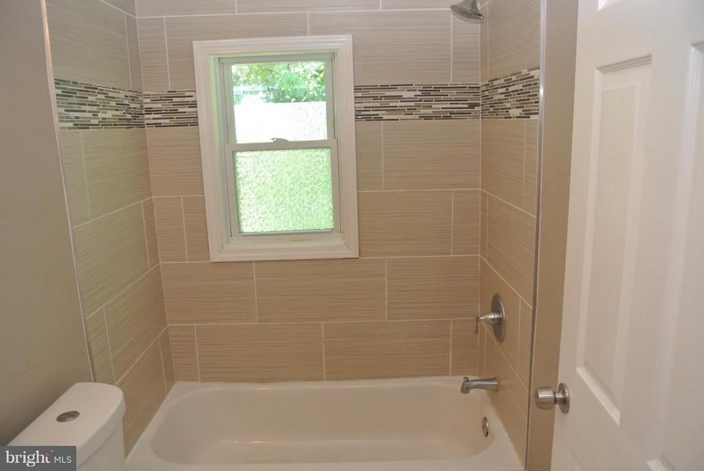 Bath - 4512 EDSON PL NE, WASHINGTON