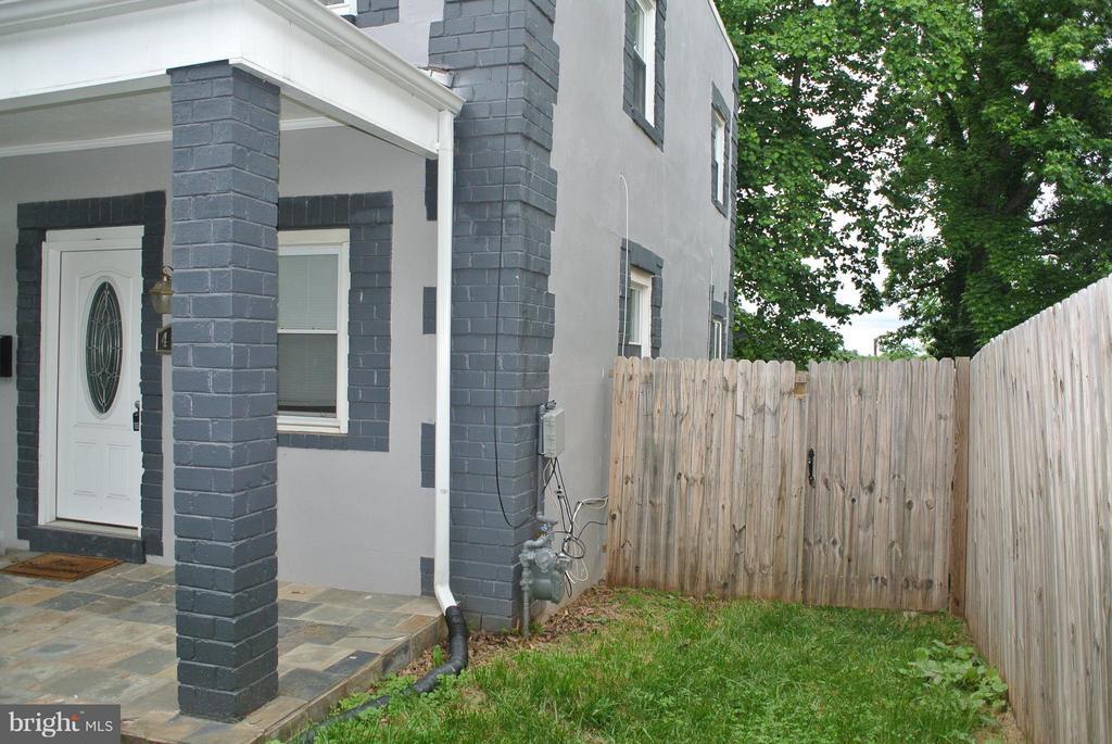 Exterior (Front) - 4512 EDSON PL NE, WASHINGTON