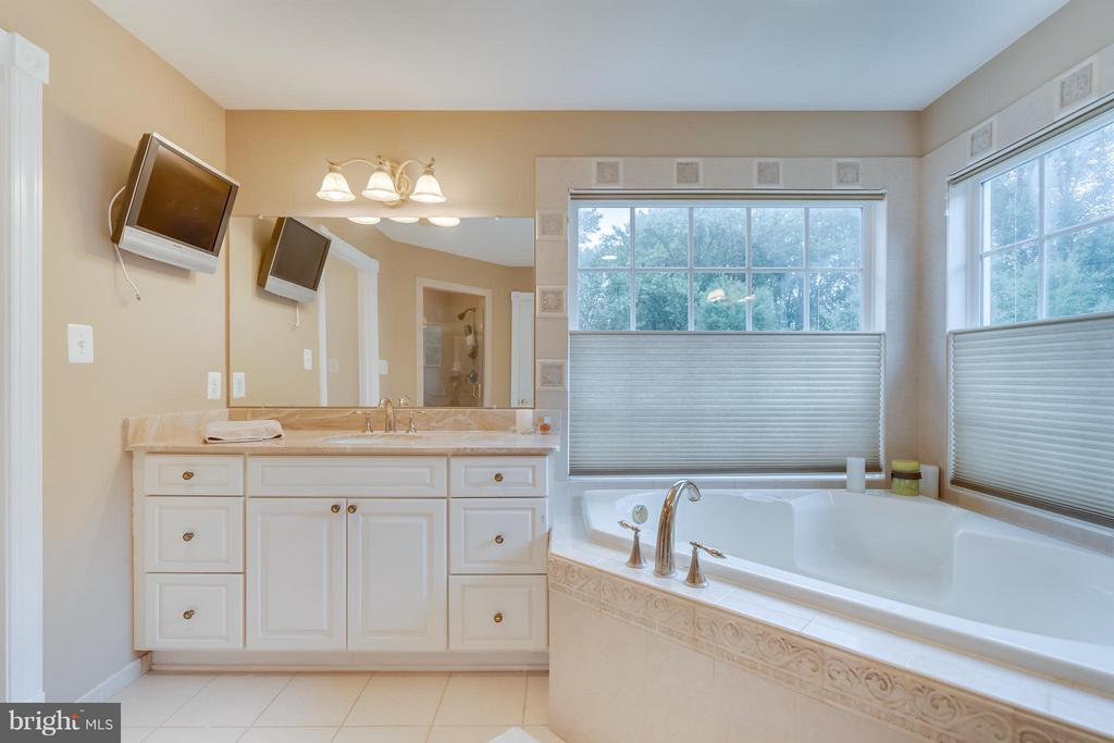 Owner's Bath - 2793 MADISON MEADOWS LN, OAKTON