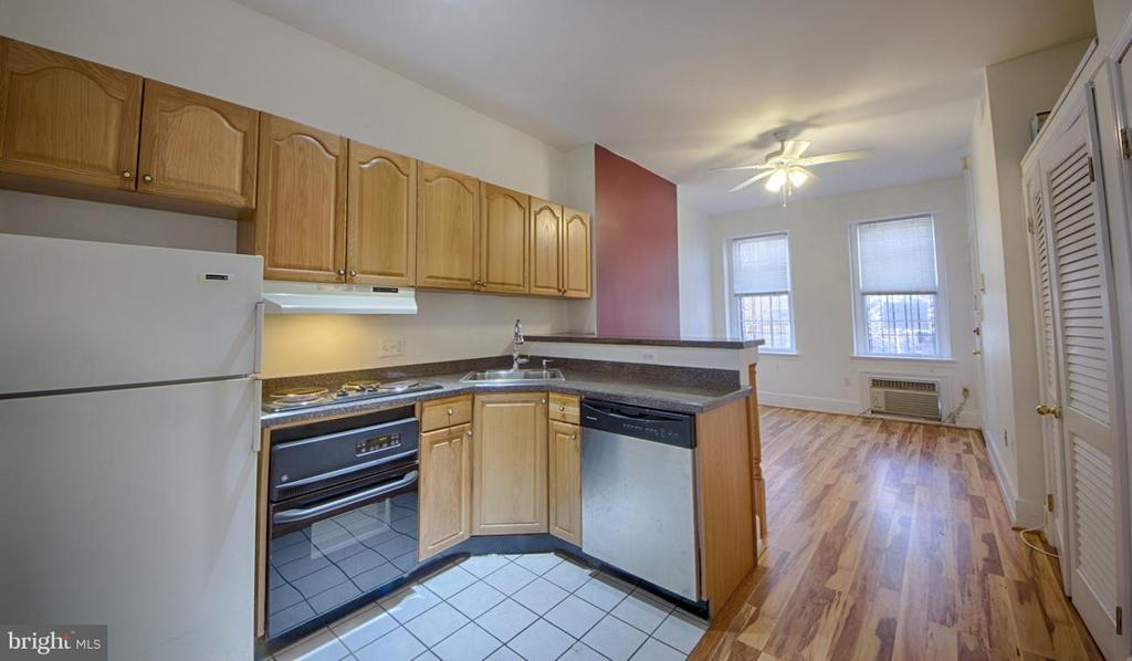 Kitchen - 216 4TH ST SE, WASHINGTON