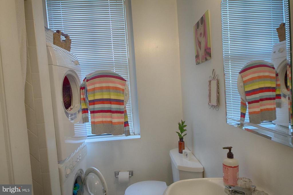 Bath - 216 4TH ST SE, WASHINGTON
