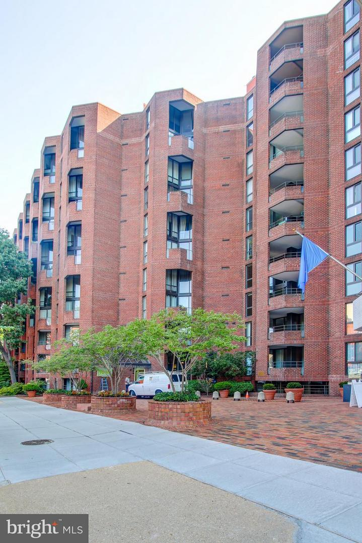 Single Family for Sale at 1099 22nd St NW #102 Washington, District Of Columbia 20037 United States