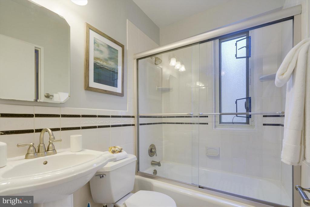 Bath - 1727 MASSACHUSETTS AVE NW #316, WASHINGTON