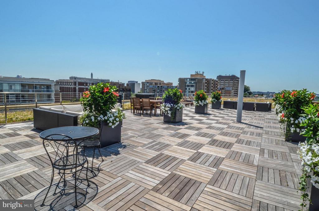 Roof deck - 2475 VIRGINIA AVE NW #417, WASHINGTON