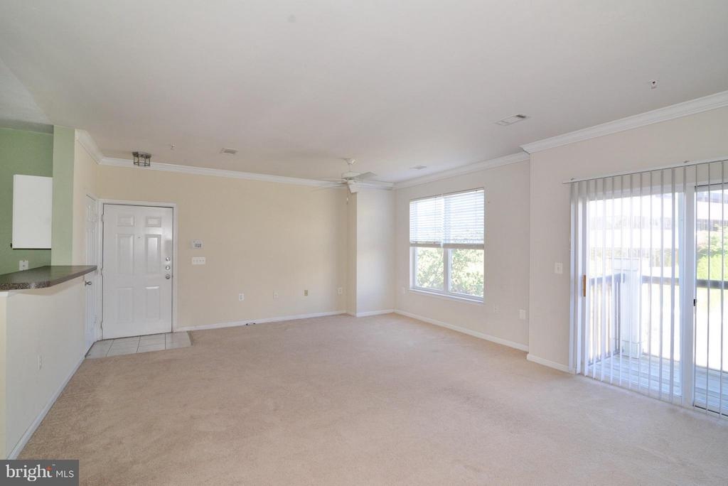 Living Room - 11373 ARISTOTLE DR #9-305, FAIRFAX