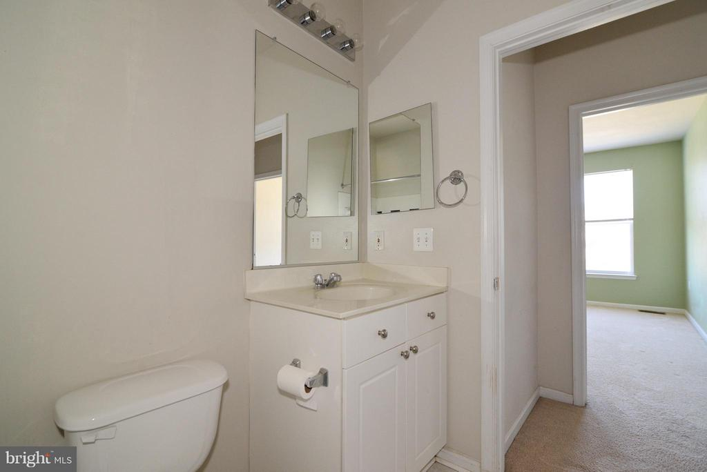Bath - 11373 ARISTOTLE DR #9-305, FAIRFAX