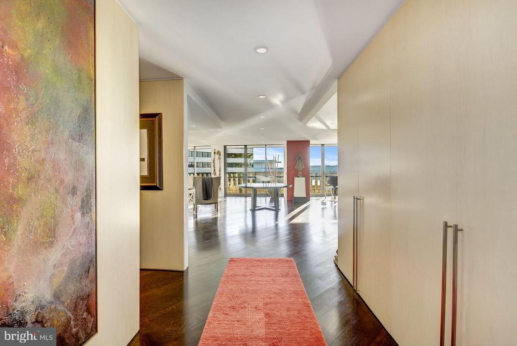 Foyer Entrance - 700 NEW HAMPSHIRE AVE NW #1021, WASHINGTON