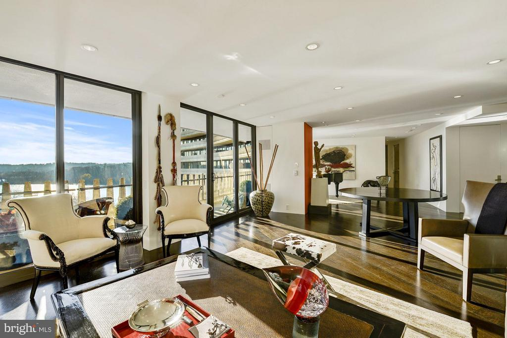 Sun Drenched Open Floor Plan - 700 NEW HAMPSHIRE AVE NW #1021, WASHINGTON