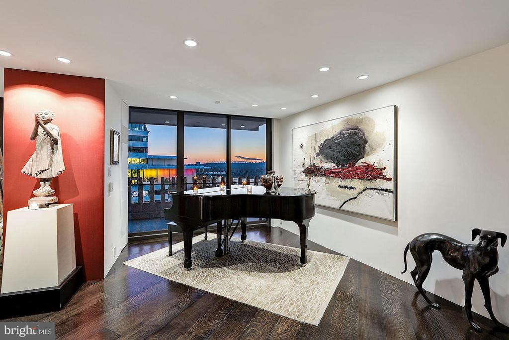 Main Living Space / Grand Piano Nook - 700 NEW HAMPSHIRE AVE NW #1021, WASHINGTON
