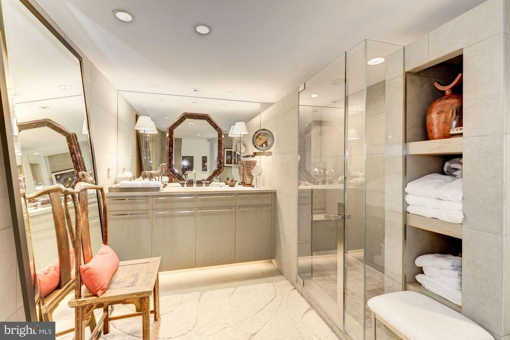 Secondary Full Bathroom - 700 NEW HAMPSHIRE AVE NW #1021, WASHINGTON