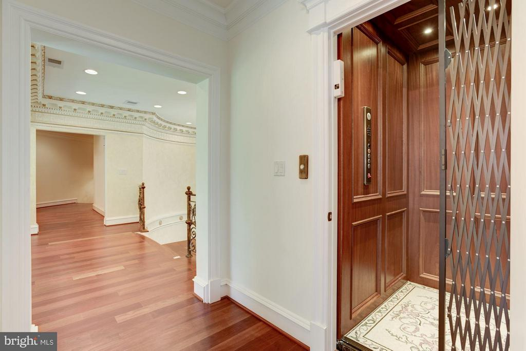 Elevator Access on 3rd Level Landing - 950 HICKORY RUN LN, GREAT FALLS