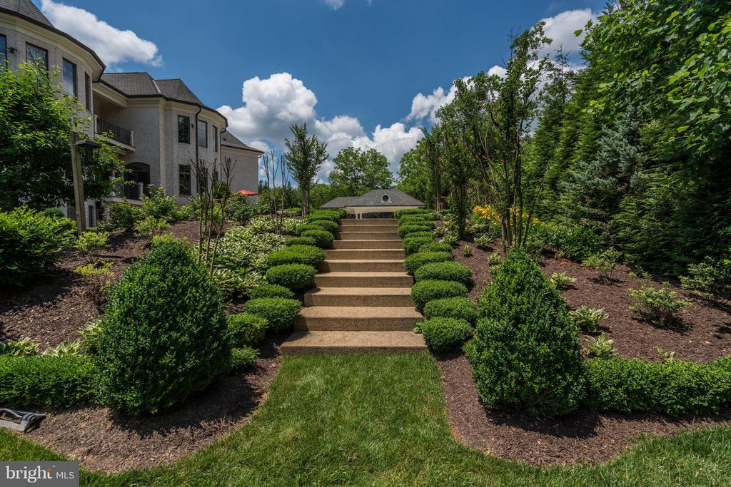 Meticulously Manicured Grounds - 8334 ALVORD ST, MCLEAN