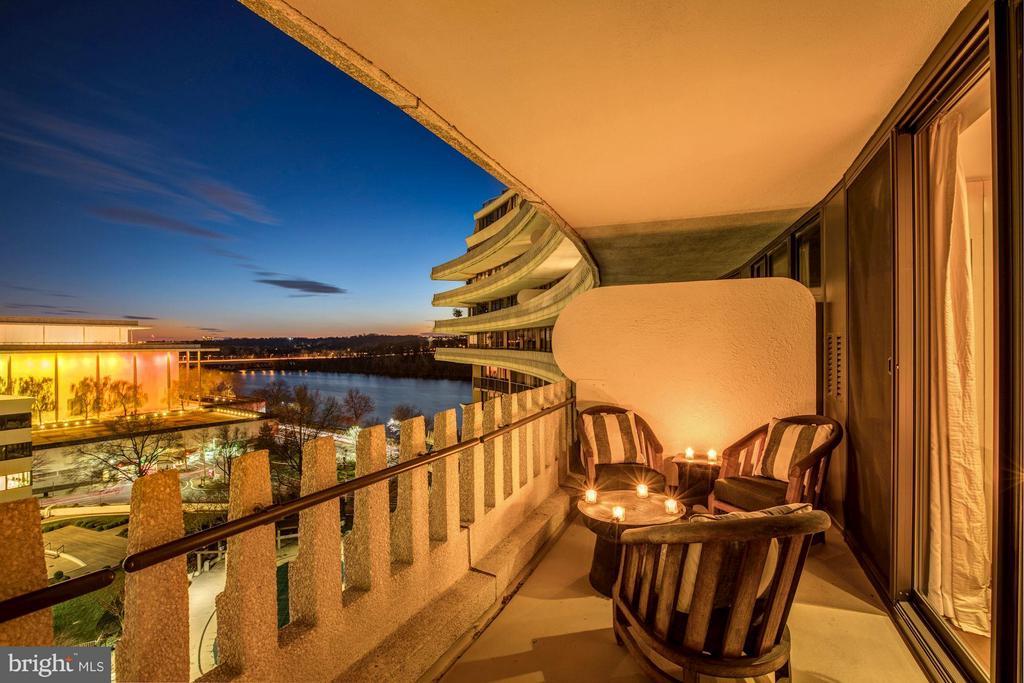 Expansive Balcony - 700 NEW HAMPSHIRE AVE NW #1021, WASHINGTON